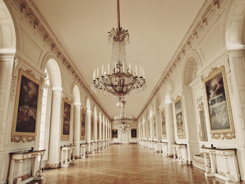 Foyer Grand Chatel Redon : Great hall of grand trianon chateau versailles paris